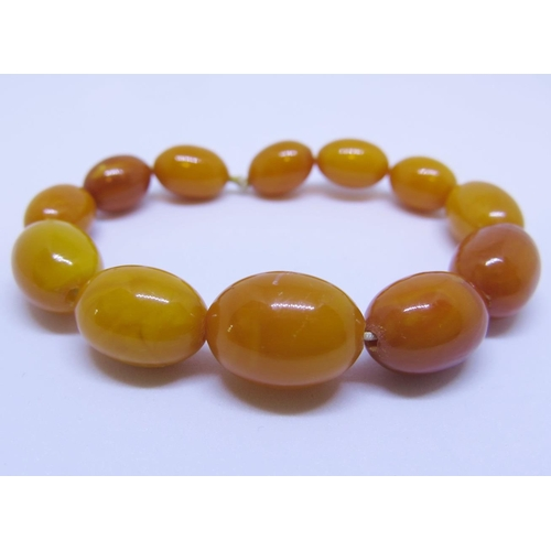 33 - A Baltic Amber Bead Necklace, 17.6g, largest bead c. 21 x 15mm...