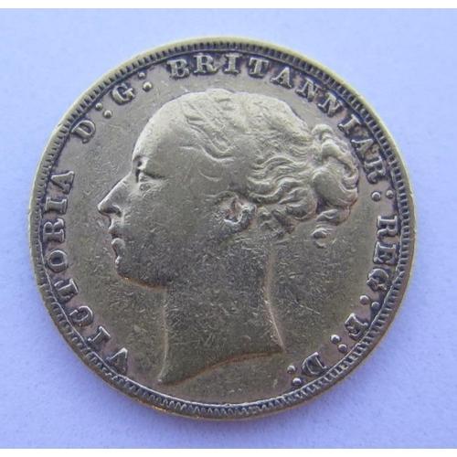 34 - An 1880 Gold Sovereign...