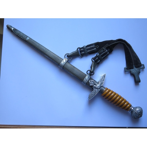 400 - A German WWII Luftwaffe Dagger by Horster with hanging straps, dents to scabbard...