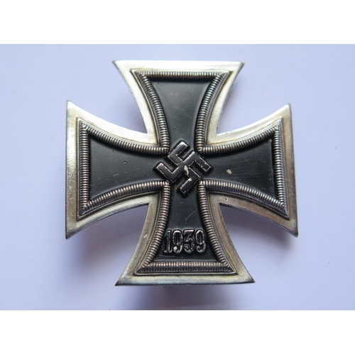 404 - A WWII German 3rd Reich Iron Cross 1st Class, 51 stamped to pin, boxed...