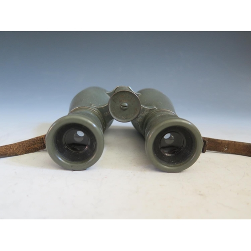 417 - A Pair of WWI German C.P. Goerz Fernglas 08 Military Binoculars no. 365977 with leather case, offici...