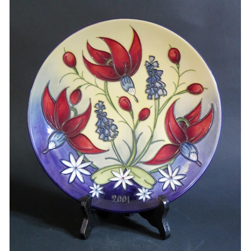 1230 - A Modern Moorcroft Limited Edition 1993 Year Plate 357/750, 22cm, boxed...