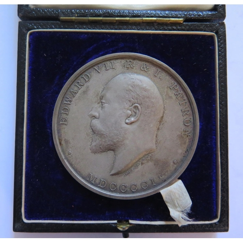 481 - An Edward VII Silver Royal Society of Arts Manufacturers and Commerce Cased Medallion