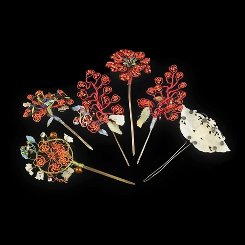 30 - COLLECTION OF SIX HAIRPINS<br><br>LATE QING DYNASTY/REPUBLIC PERIOD <br><br>ornately decorated with ...