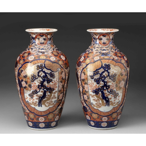 A PAIR OF LARGE JAPANESE IMARI VASES, EDO PERIOD, 1603 - 1868