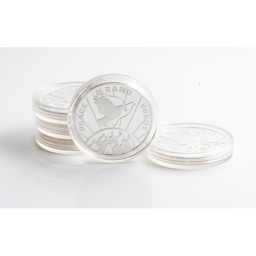 18 - A COLLECTION OF R2 SILVER COINS Sealed Peace and Verde 1993, weight approximately five ounces       ...