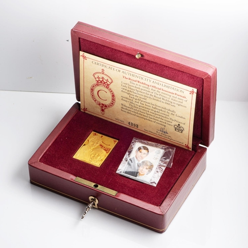 4 - A PRINCE OF WALES AND LADY DIANA 18CT GOLD OFFICIAL PORTRAIT In a fitted case, set no 4393 27,5 gram...
