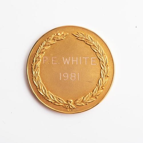7 - A 9CT GOLD BOXED MEDALLION Association of Wine Managers, the back inscribed P E WHITE 1981, weight 2...