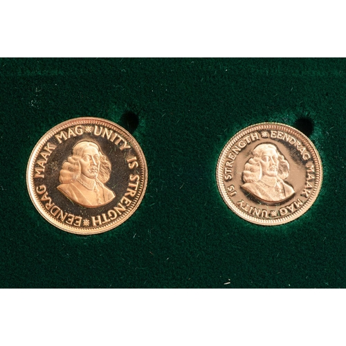 75 - A GOLD R2 AND R1 PROOF SET  BOXED Minted   1982