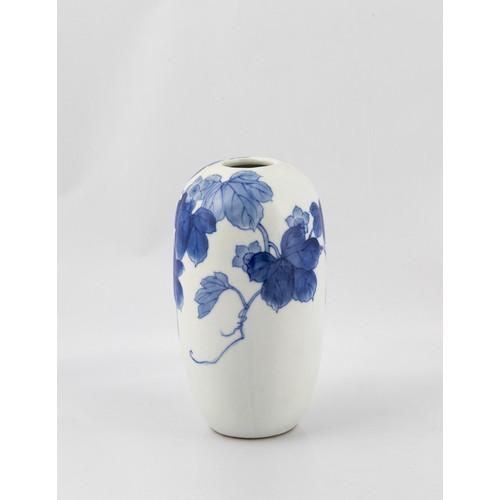 778 - A JAPANESE BLUE AND WHITE 'GOURD' VASE, EARLY 20TH CENTURY, SIGNEDTOMINAGA GENROKU