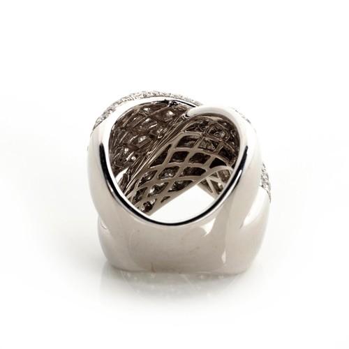 595 - A DIAMOND RING