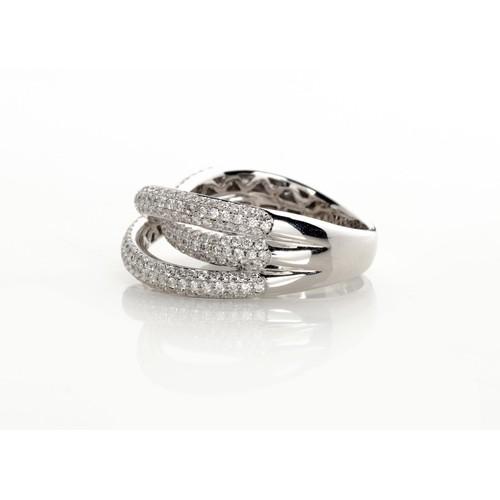 651 - A DIAMOND RING