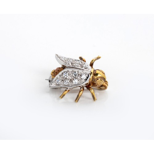 660 - A DIAMOND BROOCH