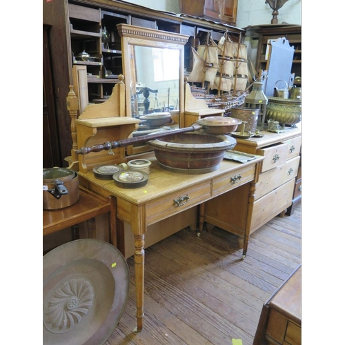 20 - An Edwardian pine dressing table, the swing mirror and shelves over two frieze drawers on ring turne...