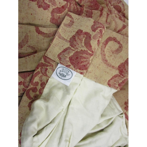 35 - Quantity of table linen and curtains...