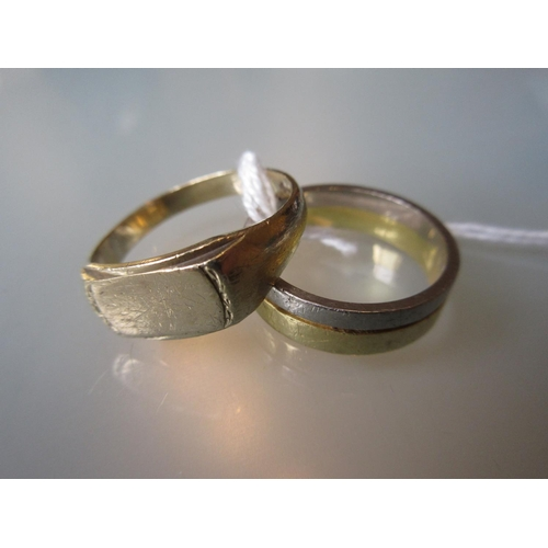 1015 - Gentleman's 18ct two colour gold wedding band and a 9ct gold signet ring...