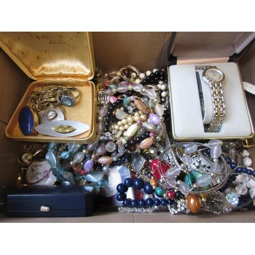 1040 - Quantity of various costume jewellery etc...