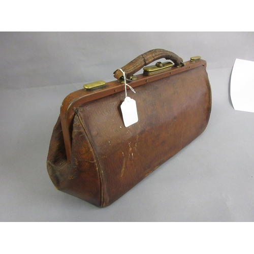 126 - Late 19th or early 20th Century leather Gladstone bag...