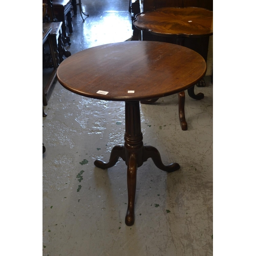 2423 - George III mahogany circular pedestal table having turned reeded tapering column on cabriole support...