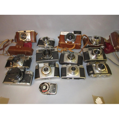 84 - Petri Flex V 35mm camera, Russian 35mm camera together with ten other similar 35mm cameras and a lig...