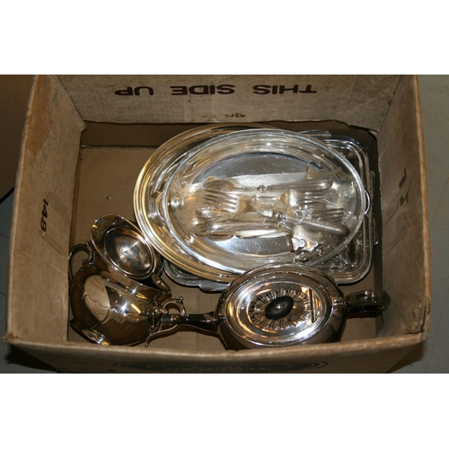 910 - Three piece silver plated teaset, two silver plated entree dishes and a small quantity of plated fla...
