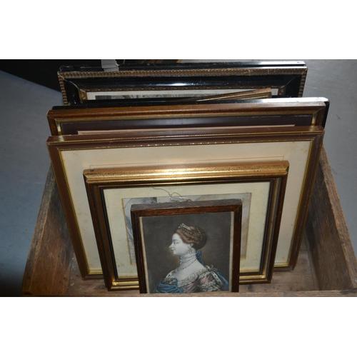1017 - Ten various framed prints, Queen Victoria and family, Queen Charlotte, Queen Caroline etc...