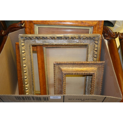 1231 - Box containing a quantity of antique carved giltwood, maplewood and other frames...