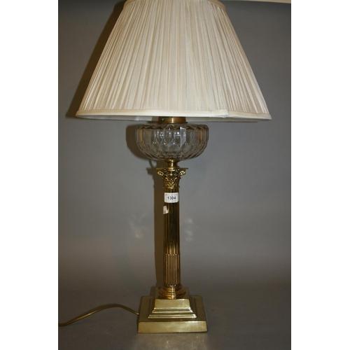 1304 - Brass Corinthian column table lamp...