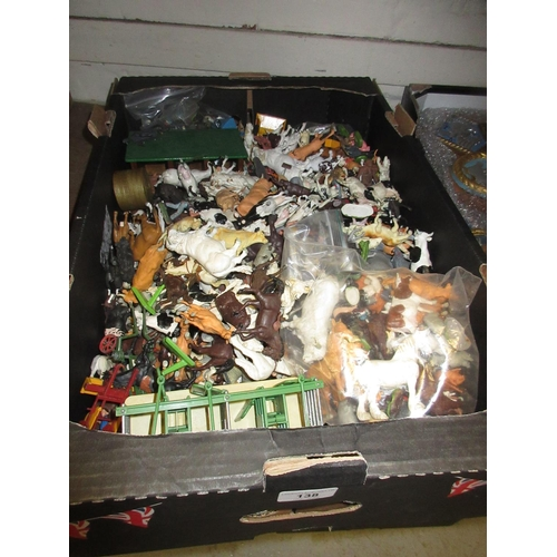 138 - Large tray containing a quantity of Britain's plastic farm and zoo animals...