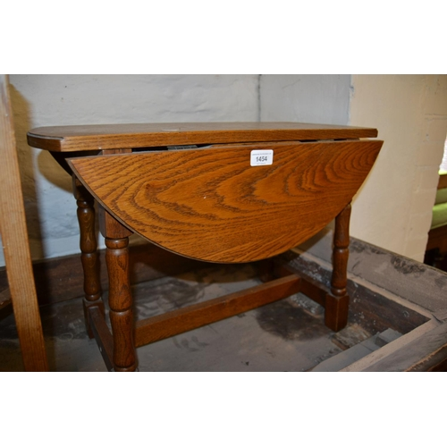 1454 - Reproduction oak drop-leaf occasional table...