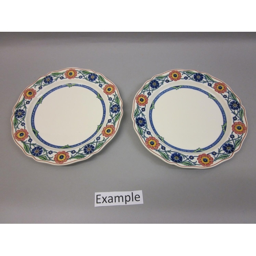 581 - Wedgwood Etruria ' Rhodes ' pattern dinner service including: nine graduated meat dishes, three grad...