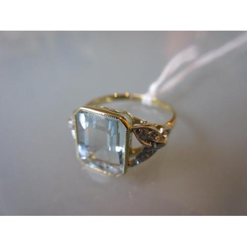 910 - 18ct Yellow gold ring set aquamarine with diamond set shoulders...