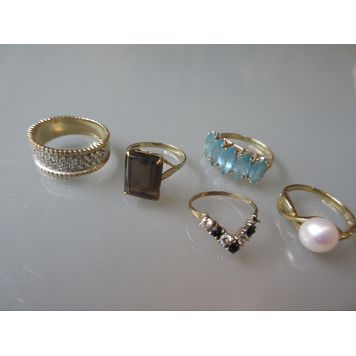 917 - Five various 9ct gold dress rings...