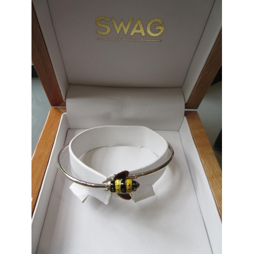 918 - Silver and enamel bumble bee bangle by Swag, together with a quantity of silver and other jewellery ...