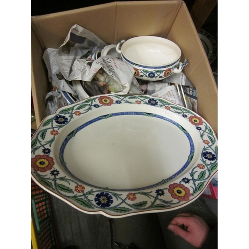 449 - Wedgwood Etruria ' Rhodes ' pattern dinner service including: nine graduated meat dishes, three grad...