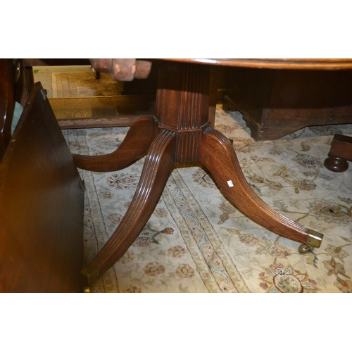 1532 - Mahogany twin pedestal dining table with a single central extra leaf (the table closing to form a si...