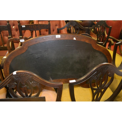 1571 - Victorian walnut and marquetry inlaid kidney shaped writing table, the leather inset top on turned s...