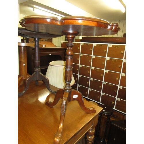 1601 - Reproduction mahogany pedestal table with shaped moulded top above a turned and carved column suppor...