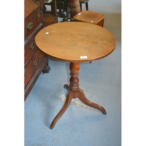 1647 - Victorian circular oak pedestal table on turned centre column and tripod support...