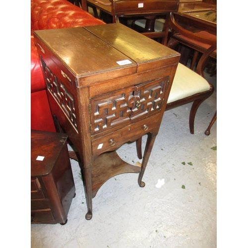 1985 - George III square mahogany washstand with a double hinged top enclosing brass basin etc (of later da...