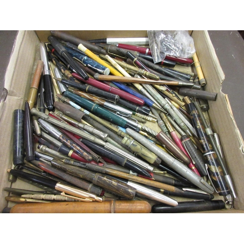 318 - Collection of various fountain pens, ballpoint pens, pencils etc...