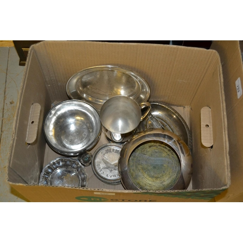 690 - Small quantity of miscellaneous silver plate...