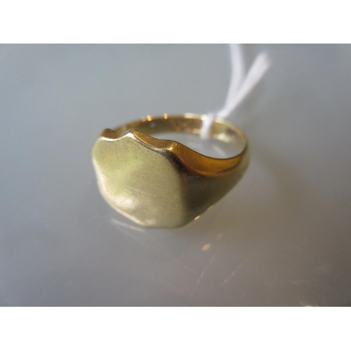800 - 18ct Yellow gold signet ring...