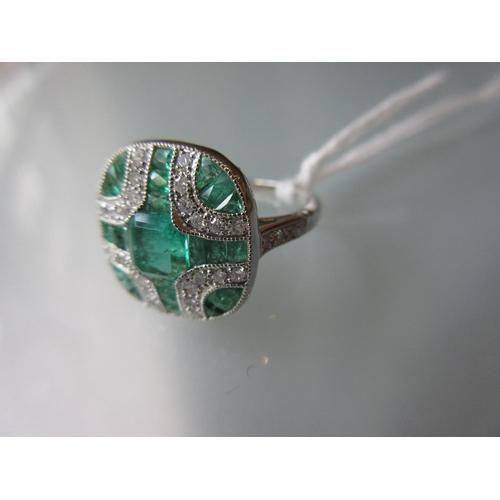 908 - Art Deco style platinum ring set emerald and diamond...