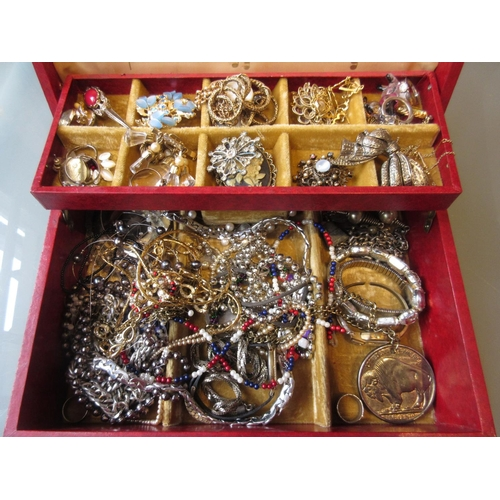 921 - Red jewellery box containing a quantity of various costume jewellery...