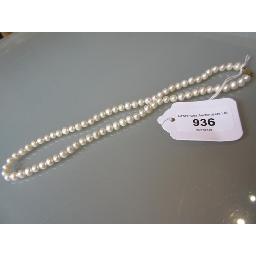 936 - Uniform cultured pearl necklace with a 9ct gold clasp...
