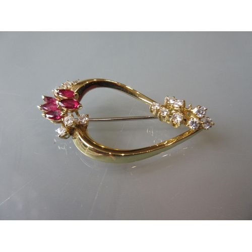 947 - 18ct Yellow gold brooch set diamonds and rubies...