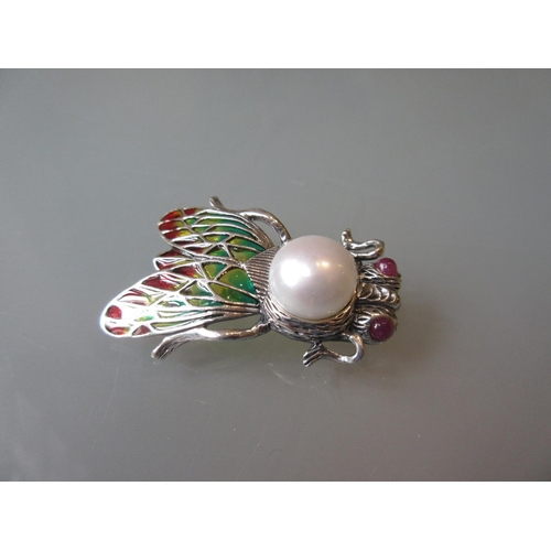 949 - Bug brooch set with enamel, rubies and a pearl...