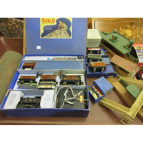 132 - Hornby Dublo electric train set in original box, tank goods EDG7 together with a quantity of station...