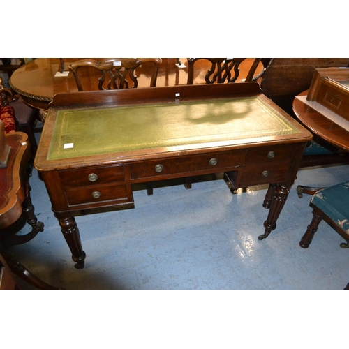 2262 - 19th Century mahogany writing desk, the green leather inset moulded top above five drawers with bras...